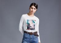 尼赫菲春季搭配 减龄卫衣=舒适、优雅 洋溢着青春的气息