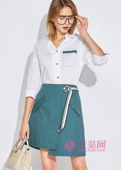 欧炫尔穿衬衫搭配半身裙也太美了,优雅时尚显气质(图2)