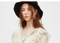 爱斯露露女装品牌夏日超上镜的穿搭 清清爽爽自然美