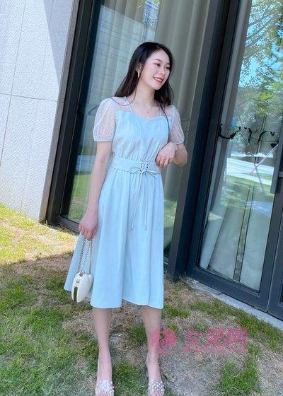 艾蜜唯娅裙子还可以这样穿 新潮时髦又减龄(图3)