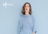 YANG样女装 夏日穿搭选择蓝色系时尚又迷人
